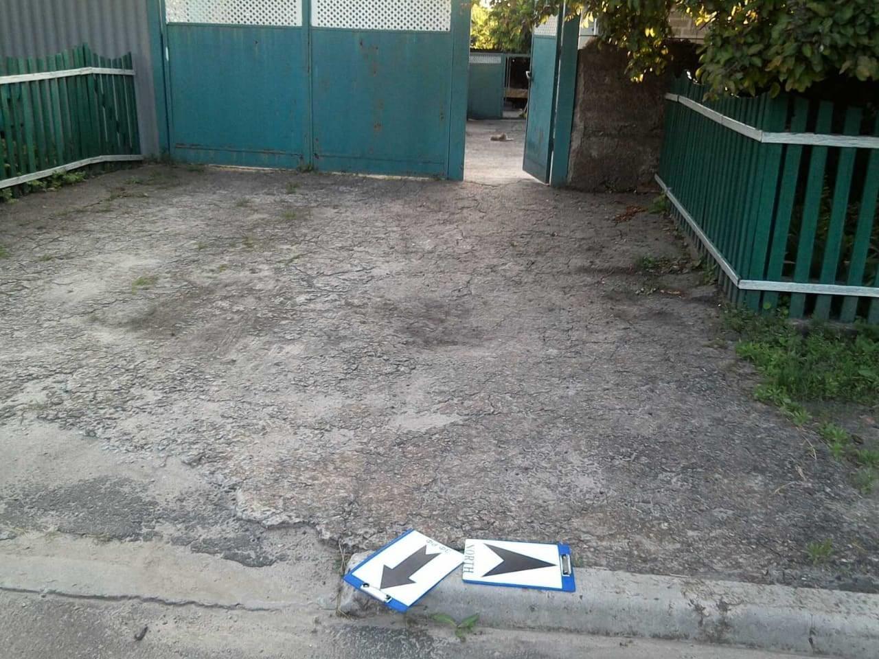 подвір'я обстріляного житлового кварталу Авдіївки