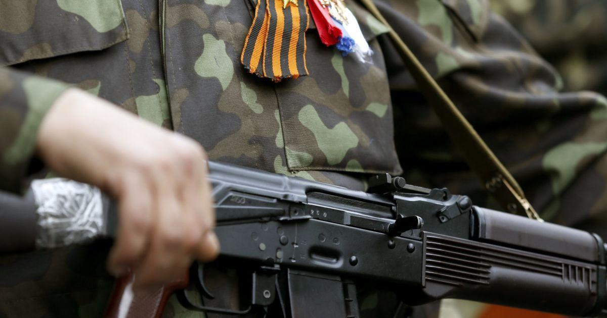 бойовик ДНР зі зброєю