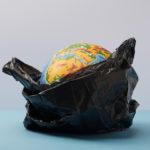 З 2022 року в Україні заборонять малі пластикові пакети. За їх продаж штрафуватимуть