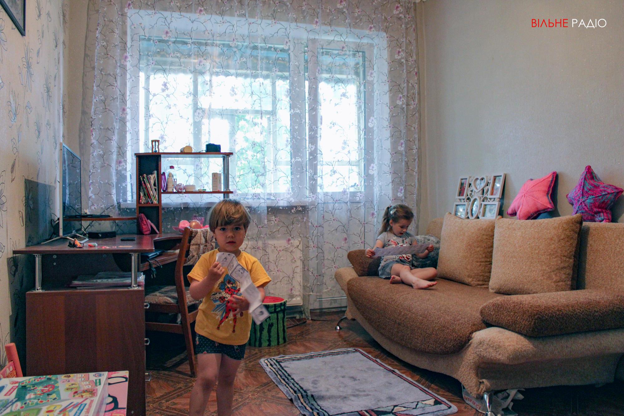 Нова квартира родини Романчуків, які переїхали з прифронтового Майорська до Опитного Бахмутського району