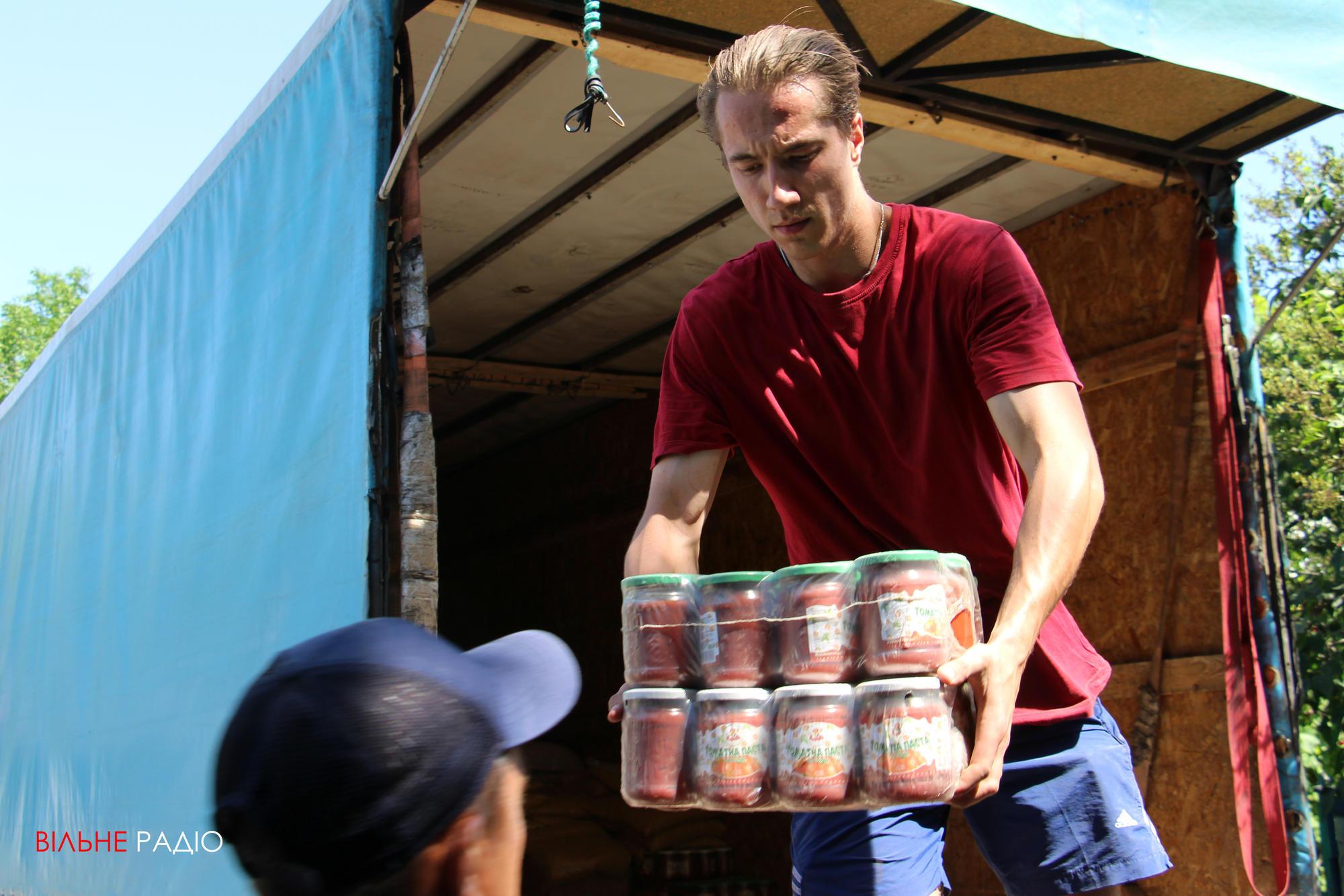 В хоспис для пожилых людей в Часов Яре привезли несколько тонн гуманитарной помощи