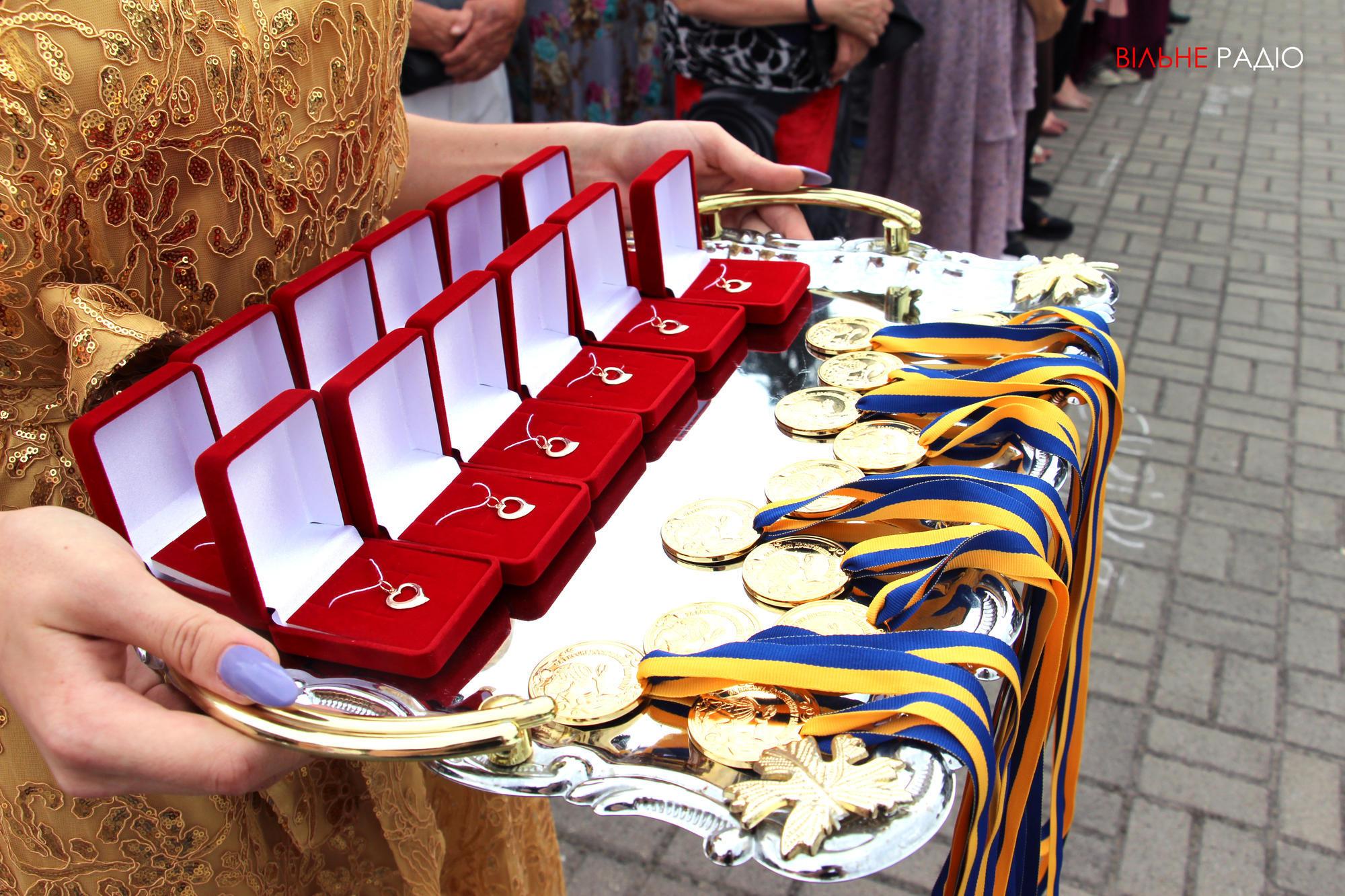 У Бахмуті відсвяткували випускний