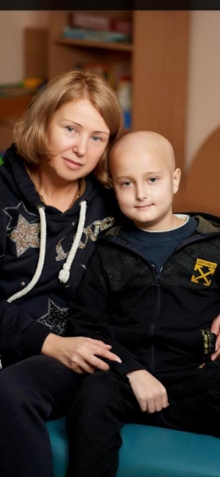 онкобольной ребенок Назар Черняев из Соледара с мамой
