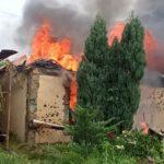 Будинки у вогні: бойовики обстріляли житлові квартали Авдіївки (ФОТО)