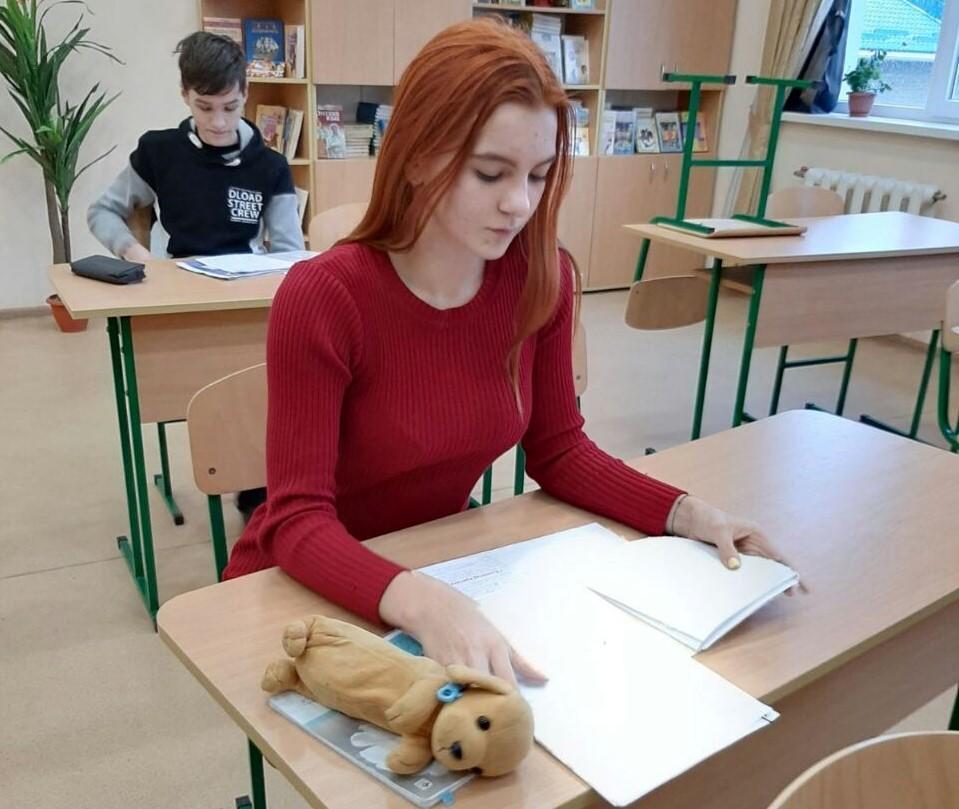 Ученица Светлодарской ООШ Мария Тетерук на олимпиаде по украинскому языку