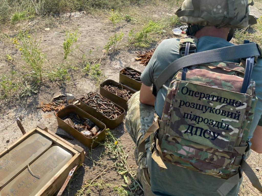 В поселке Зайцево пограничники нашли схрон гранат, мин и боеприпасов
