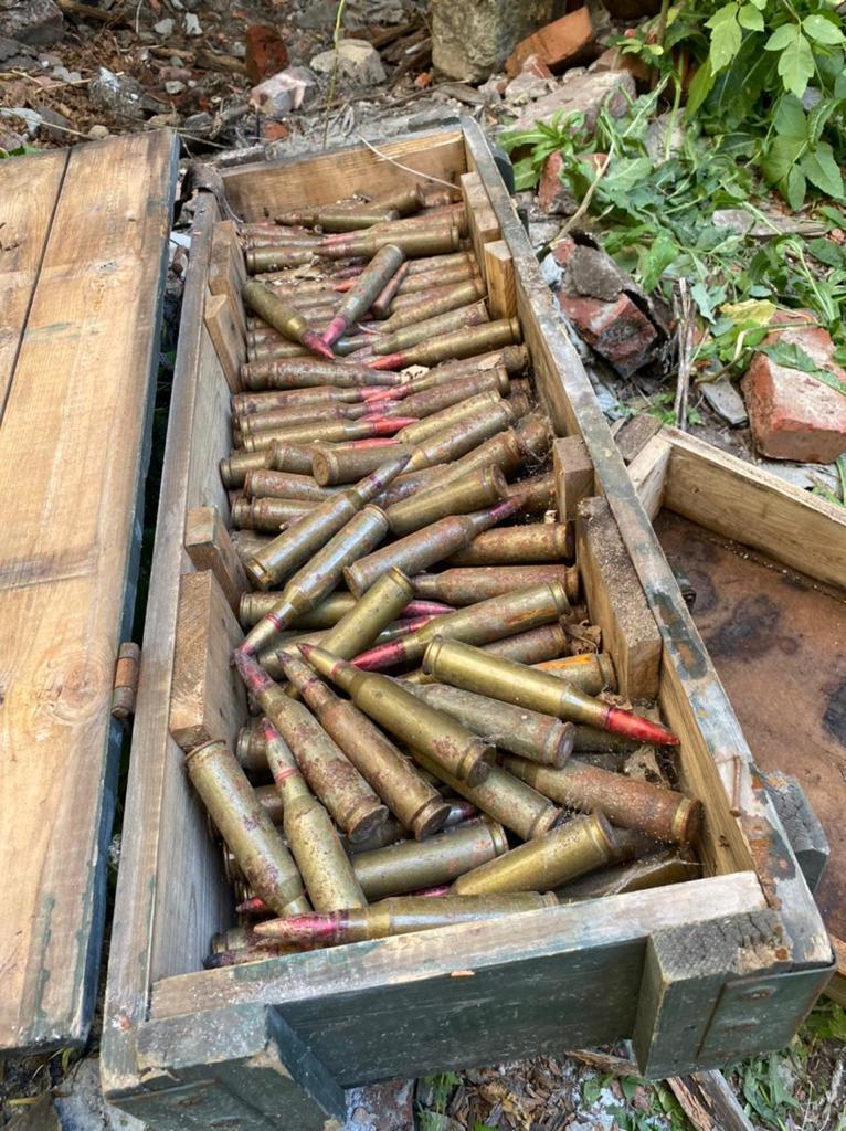 В селищі Зайцеве прикордонники знайшли схрон гранат, мін та набоїв