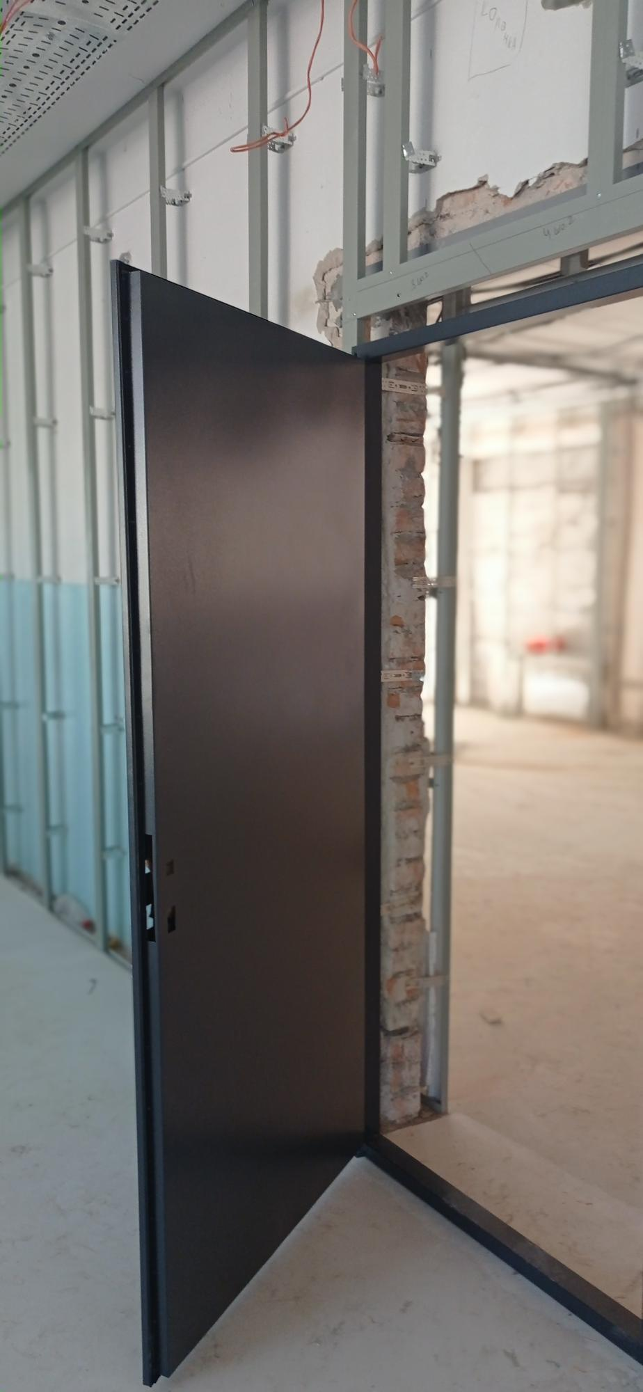 протипожежні двері в бібліотеку ремонт школи 18 в Бахмуті