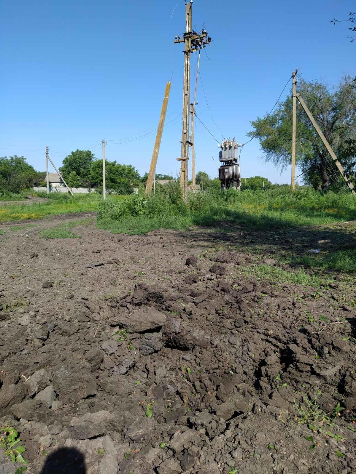 Як на Донеччині живуть літні люди, у яких через обстріли немає електрики