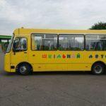 В опорних школах 16 громад Донеччини з'являться нові автобуси. Один вже привезли в Бахмут