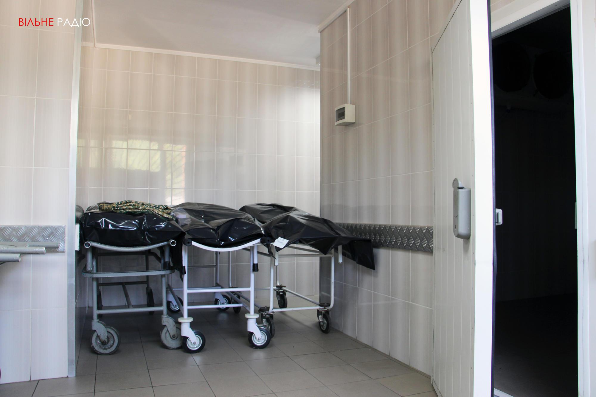 У морзі Бахмута вже п'ятий місяць не працює холодильна камера