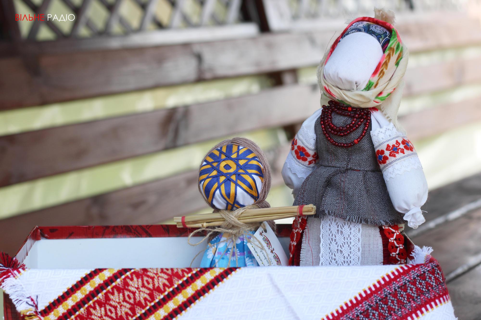 У прифронтовому Майорську Донецької області провели майстерклас із виготовлення мотанок