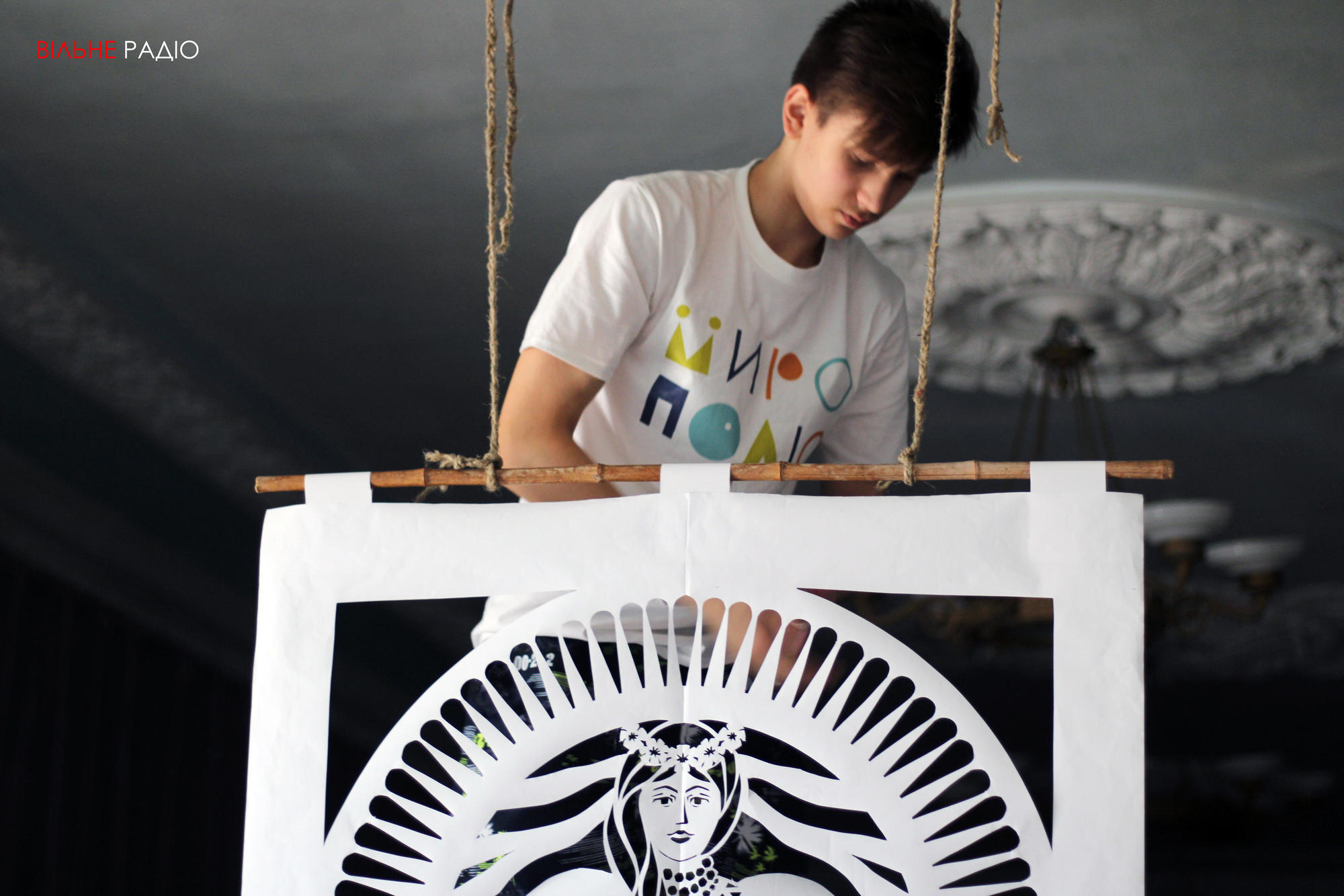 Двоє хлопців з Часів Яра вирізали триметрову витинанку до 30-річчя Незалежності України