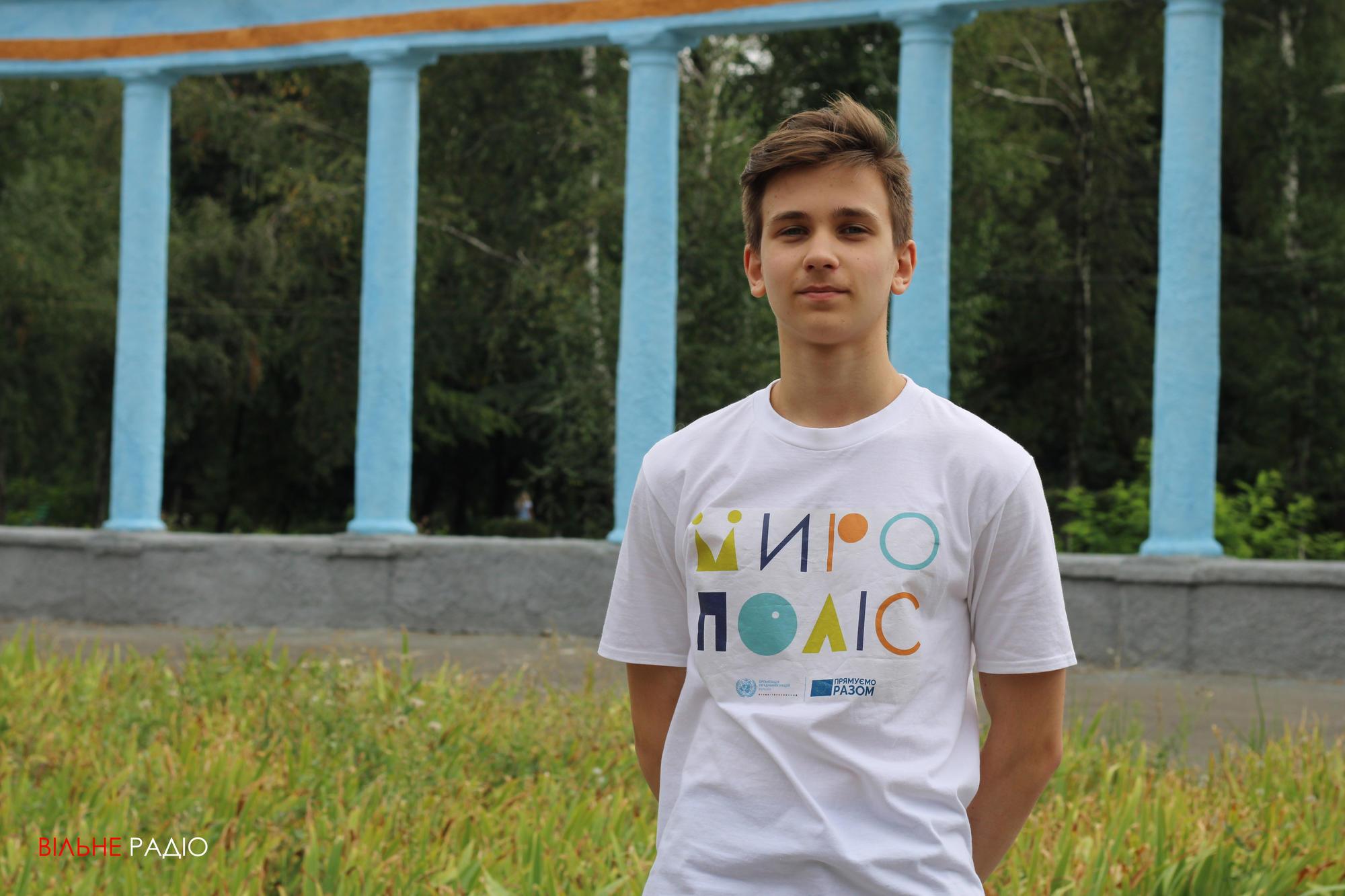 Двое парней из Часов Яра вырезали трехметровую вытынанку к 30-летию Независимости Украины (ФОТО)