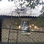 Пробило крышу: оккупанты обстреляли Золотое-4 на Луганщине. Снаряд попал в жилой дом (ФОТО)