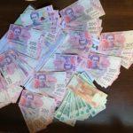 """На """"Новотроїцькому"""" чоловік хотів провезти готівку через КПВВ за хабар"""