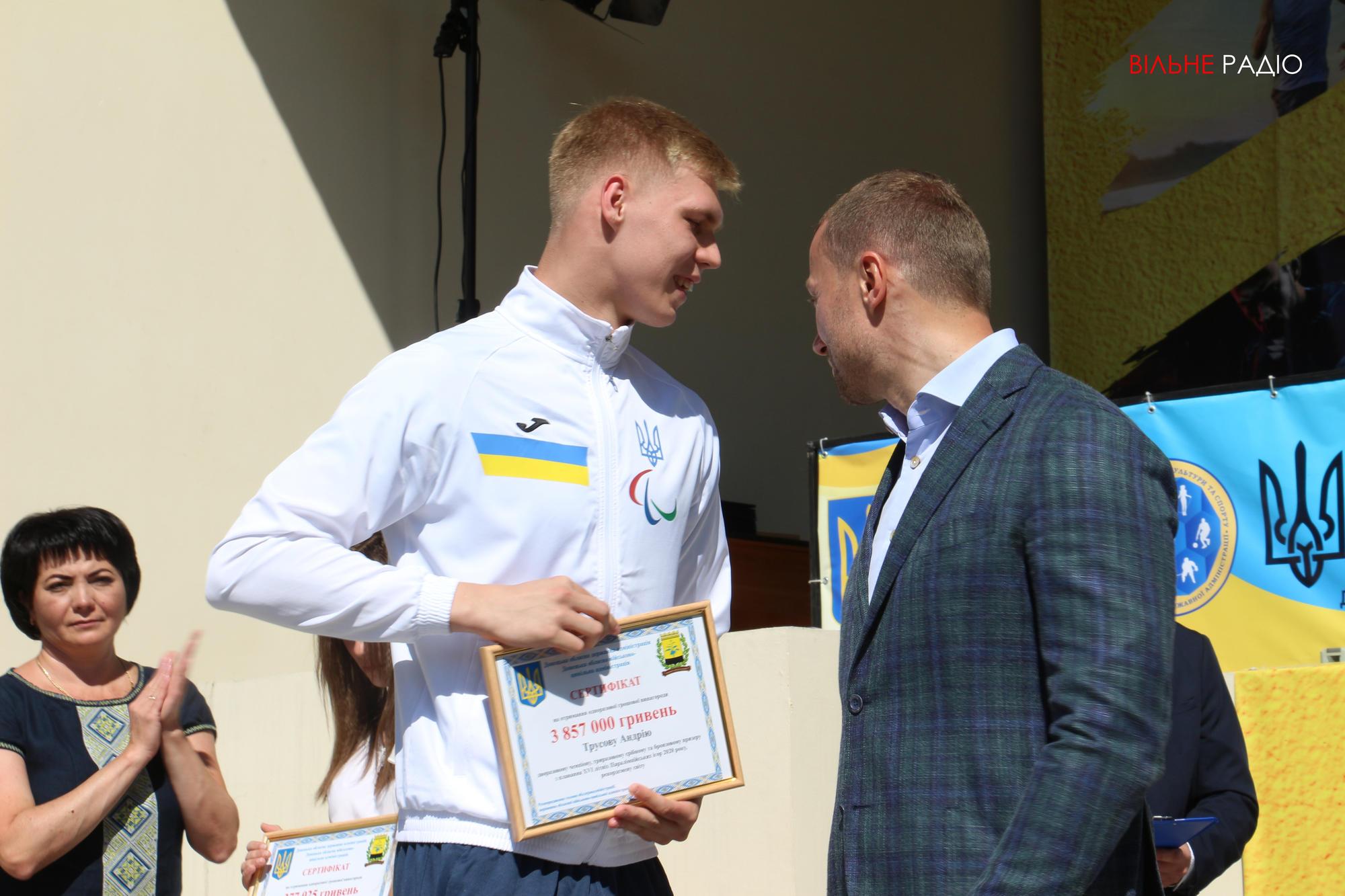 У Краматорську вручили гроші спортсменам з Донеччини, які повернулися з Паралімпіади