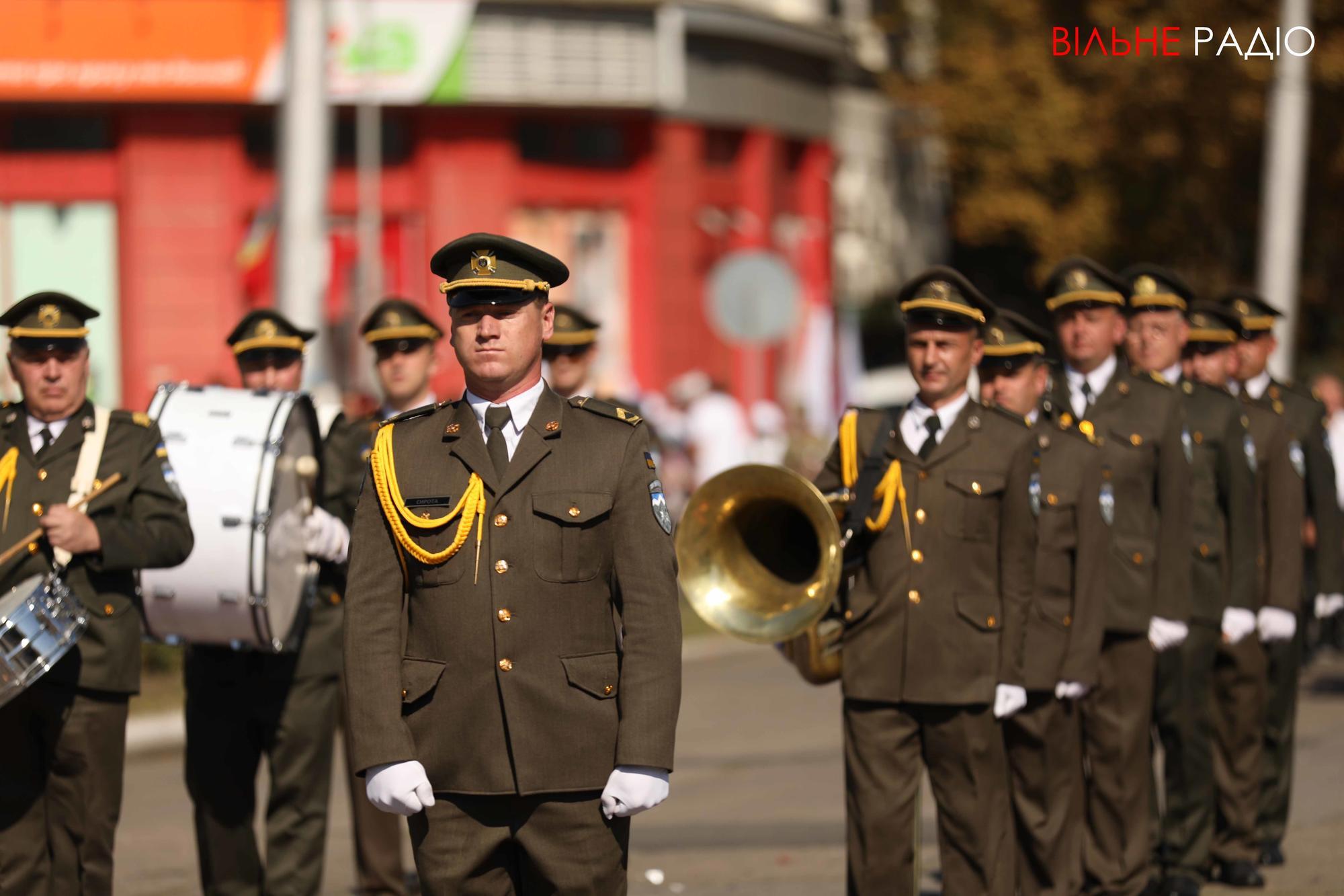 военный оркестр на День города в Бахмуте