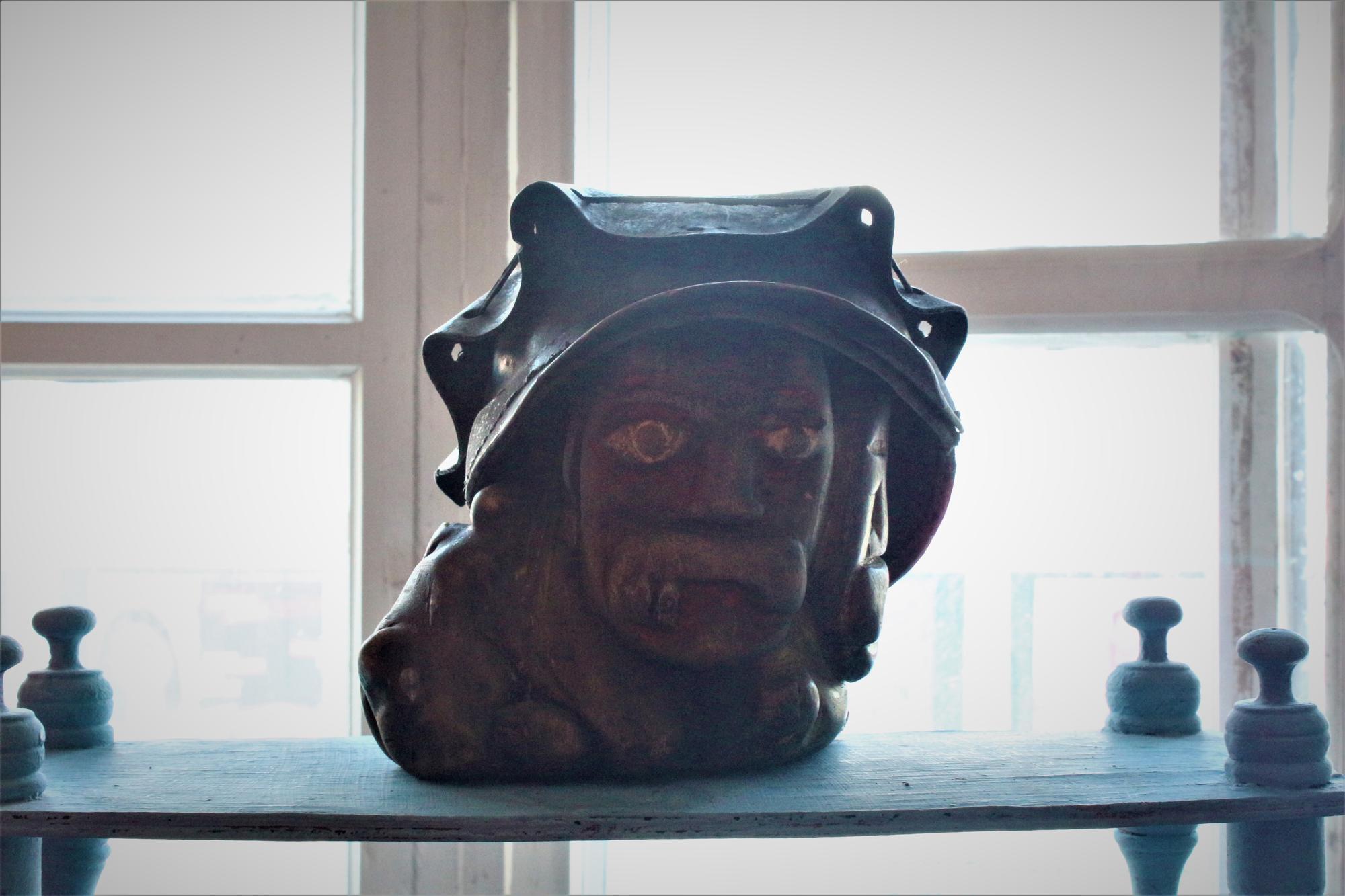 Скульптура Тараса Шевченка в автентичному шахтарському капелюсі. Фото: Вільне радіо