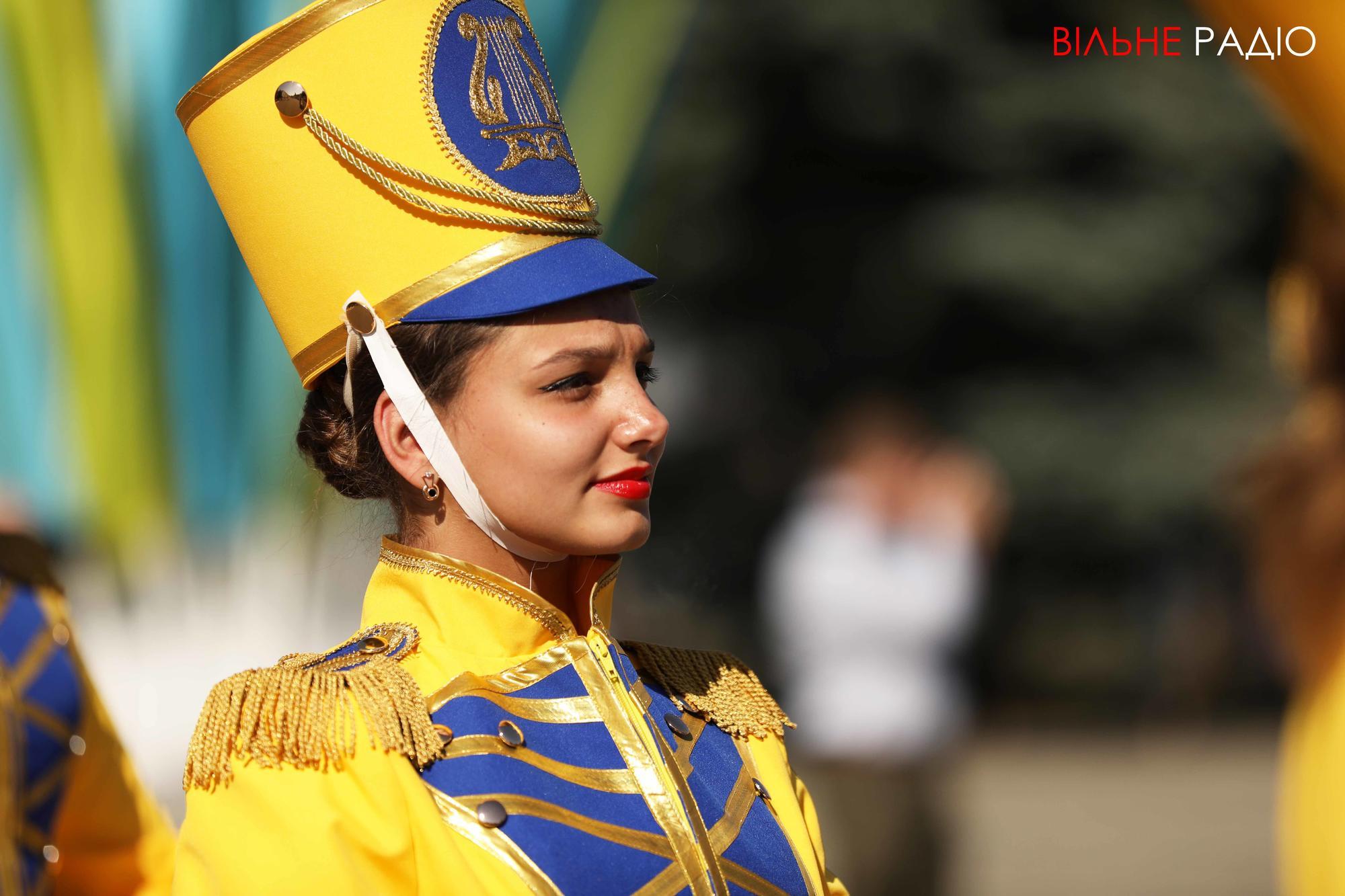 українська барабанщиця на День міста в Бахмуті