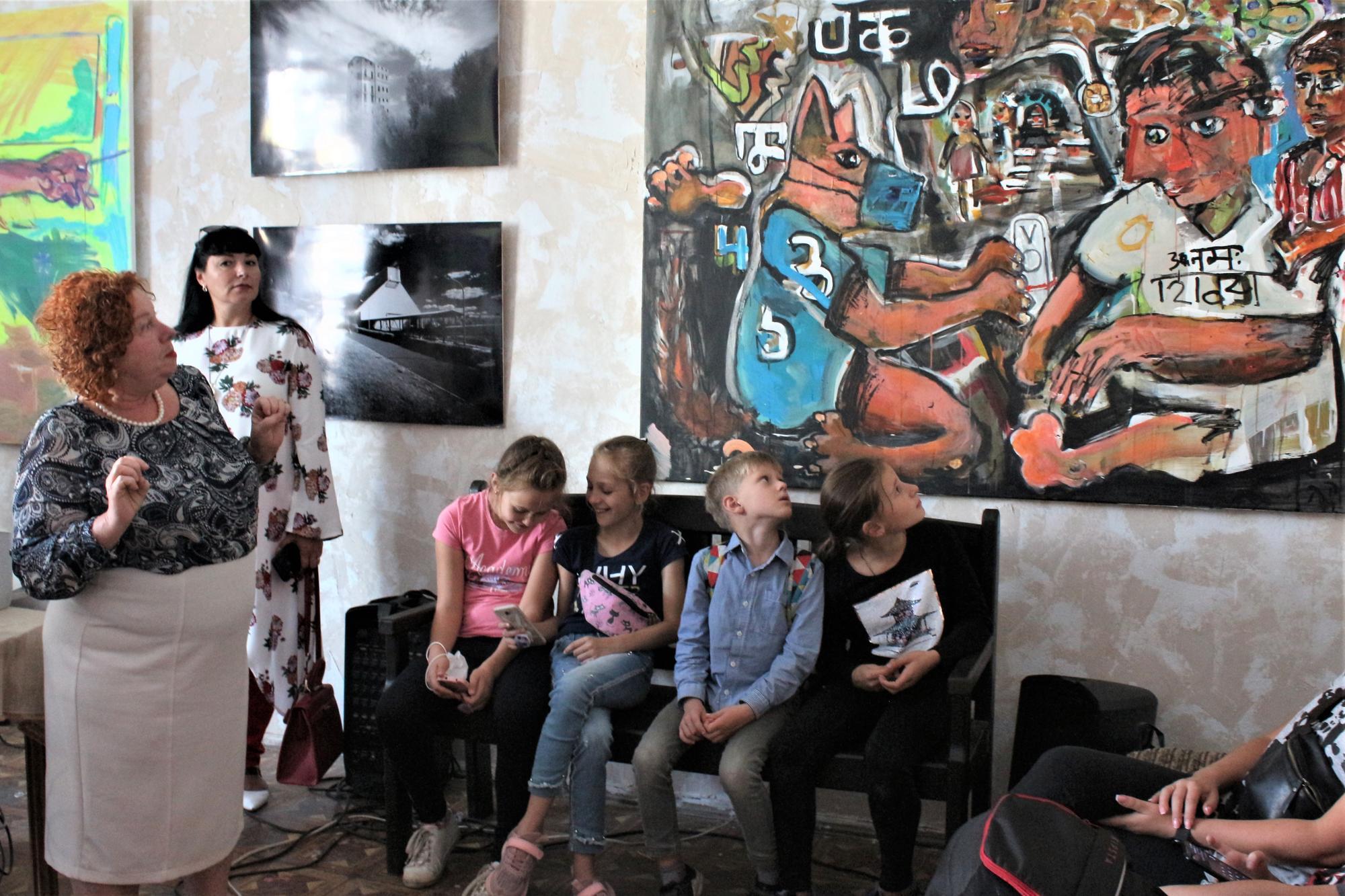 картина Дмитра Коломойцева Тонка червона лінія резиденція в Бахмуті