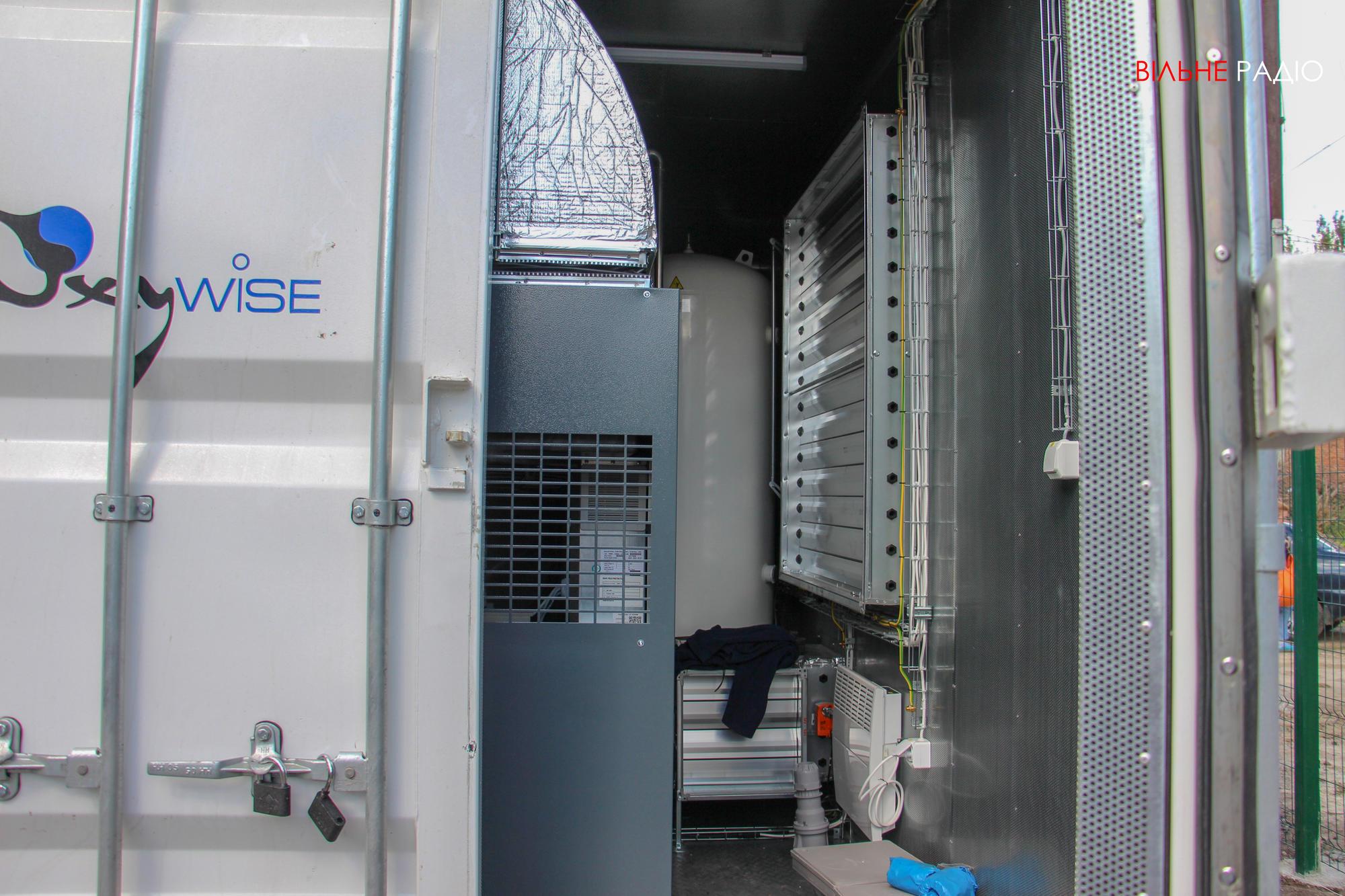 В Бахмуте начали монтировать кислородную станцию