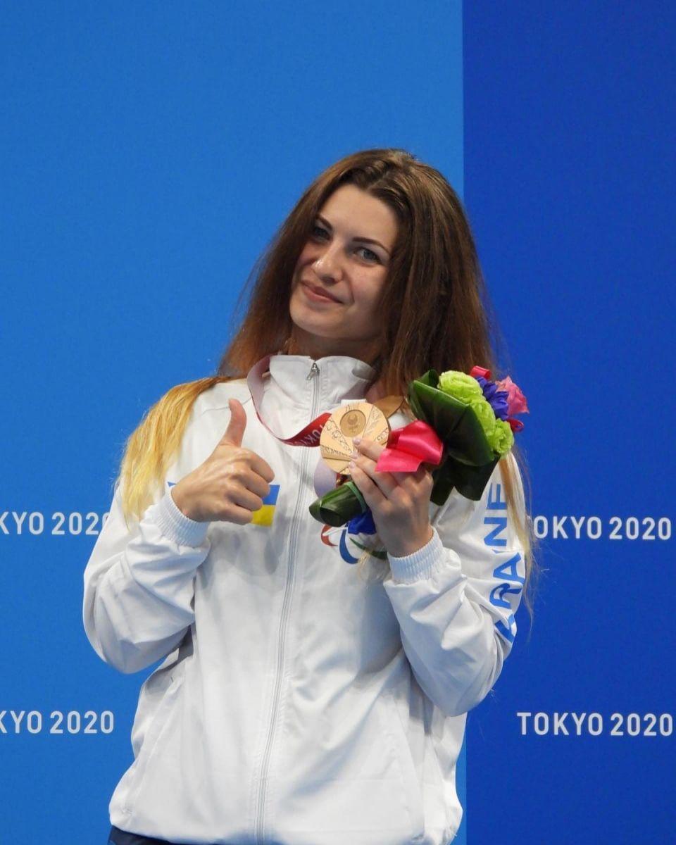 """Ярина Матло, яка поїхала на змагання від Маріуполя, здобула """"бронзу"""" у фіналі запливу на 100 м брасом."""