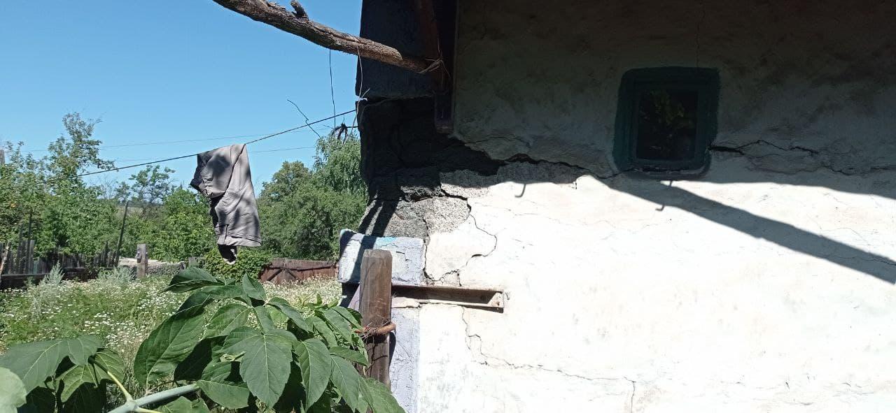 дім з тріщинами в Золотому