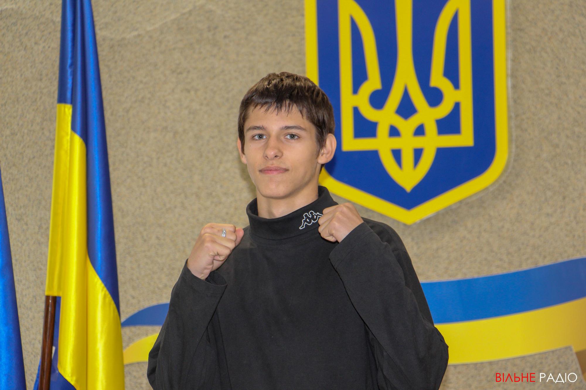 Кікбоксер з Донеччини розповів, як він поєднує навчання та спорт