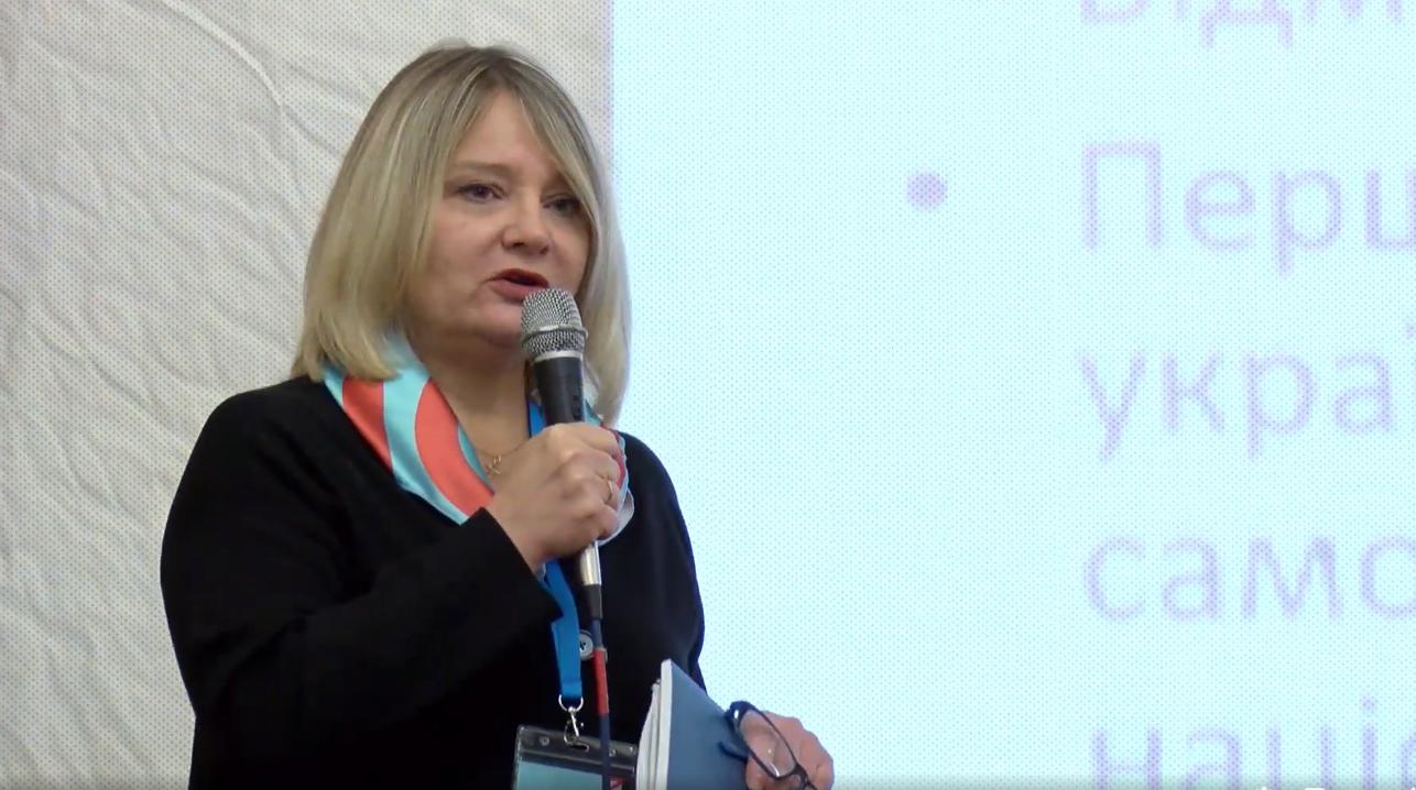 Олена Стяжкіна читає лекцію