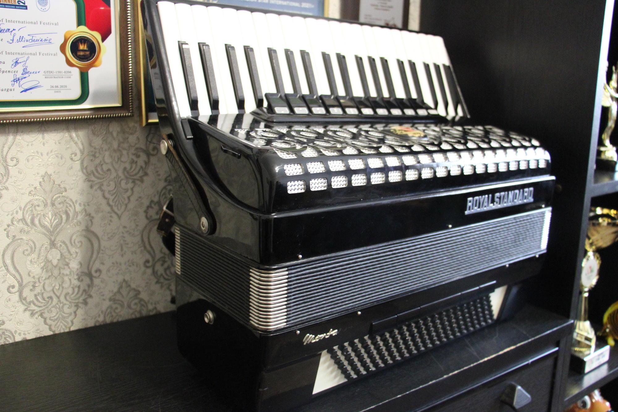 акордеон Royal Standard Івана Гомольського з Часів Яра