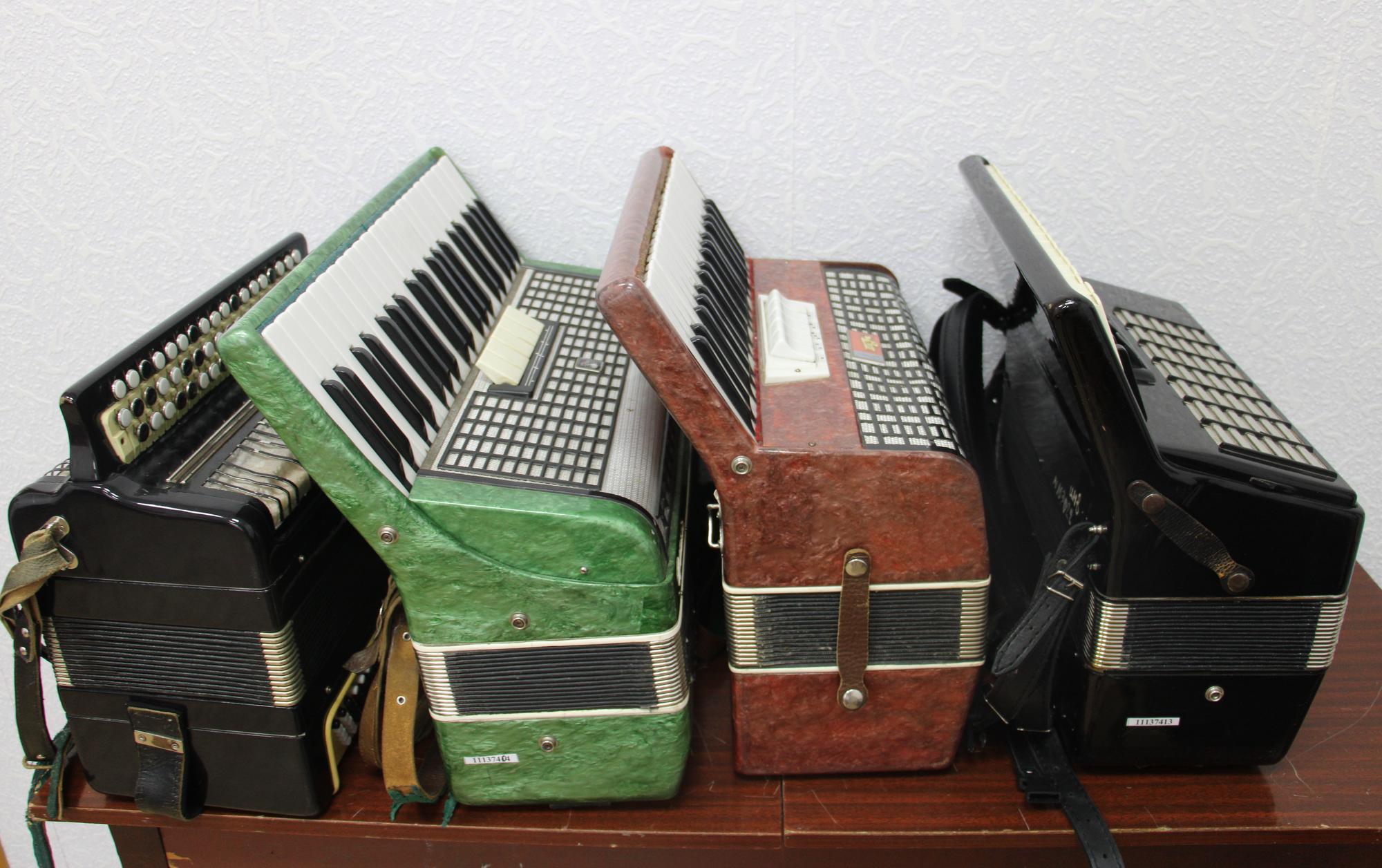 акордеони в музичній школі Часів Яра